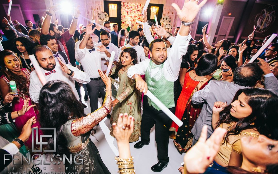 DJ Play That Song: Choosing an Entertainment Vendor for Your Wedding